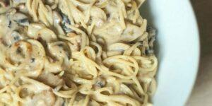 Espaguetis con bechamel de champiñones