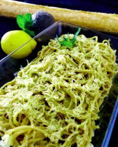 Espaguetis con salsa de aguacate preparación