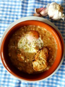 Sopa de ajo preparación