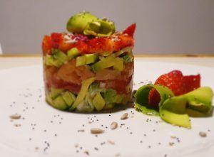 Tartar-de-agucate-salmón-y-fresas