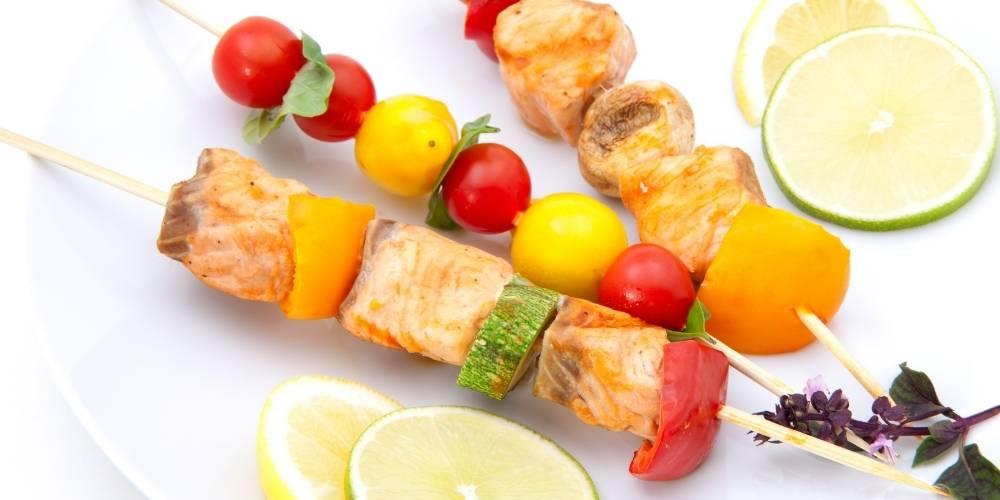 Brocheta de salmón y verduras receta
