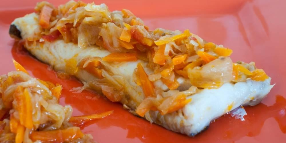 Merluza de anzuelo asada con verduras salteadas receta