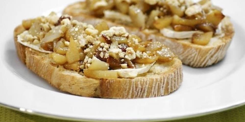Receta de tostada de pera y queso