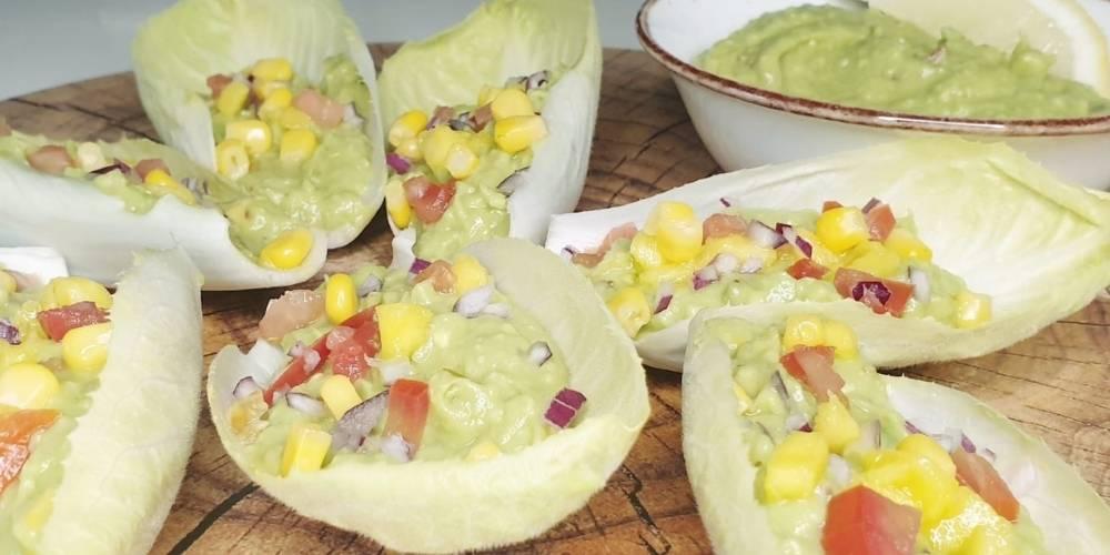 Endivias con aguacate y mango